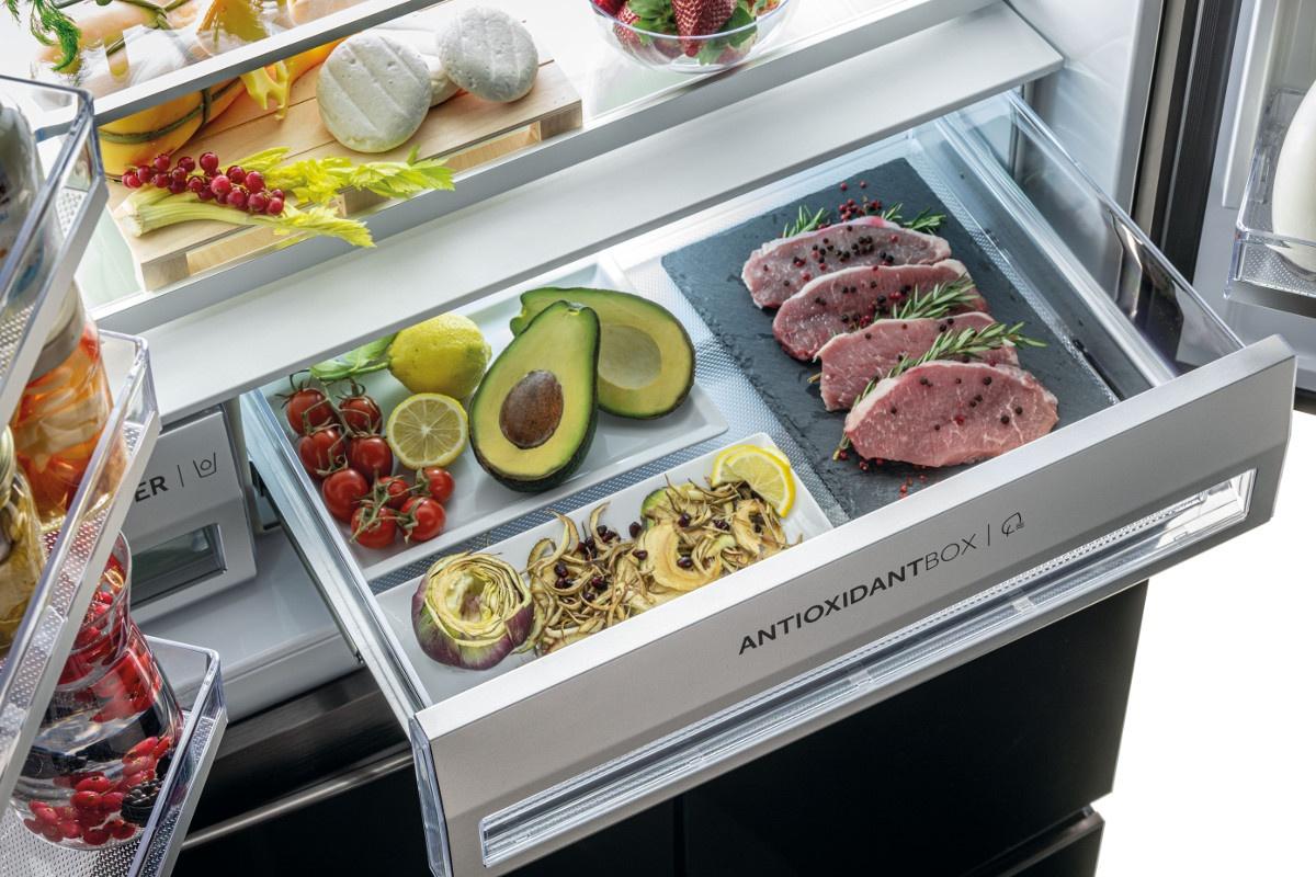Szuflada próżniowa Haiera pozwala znacznie dłużej zachować świeżość przeróżnych produktów w lodówce
