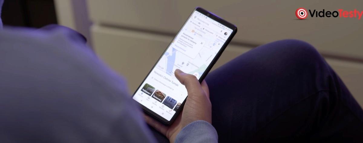Sony Xperia 5 II dobrze leży w mniejszych dłoniach