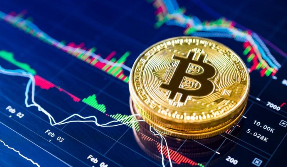 Bitcoin po historycznych spadkach odbija się od dna