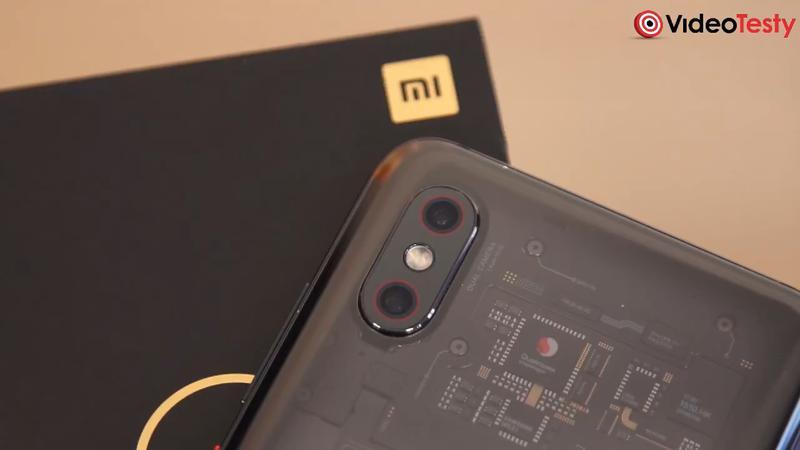 Mi 8 Pro ma naklejkę z podzespołami z tyłu