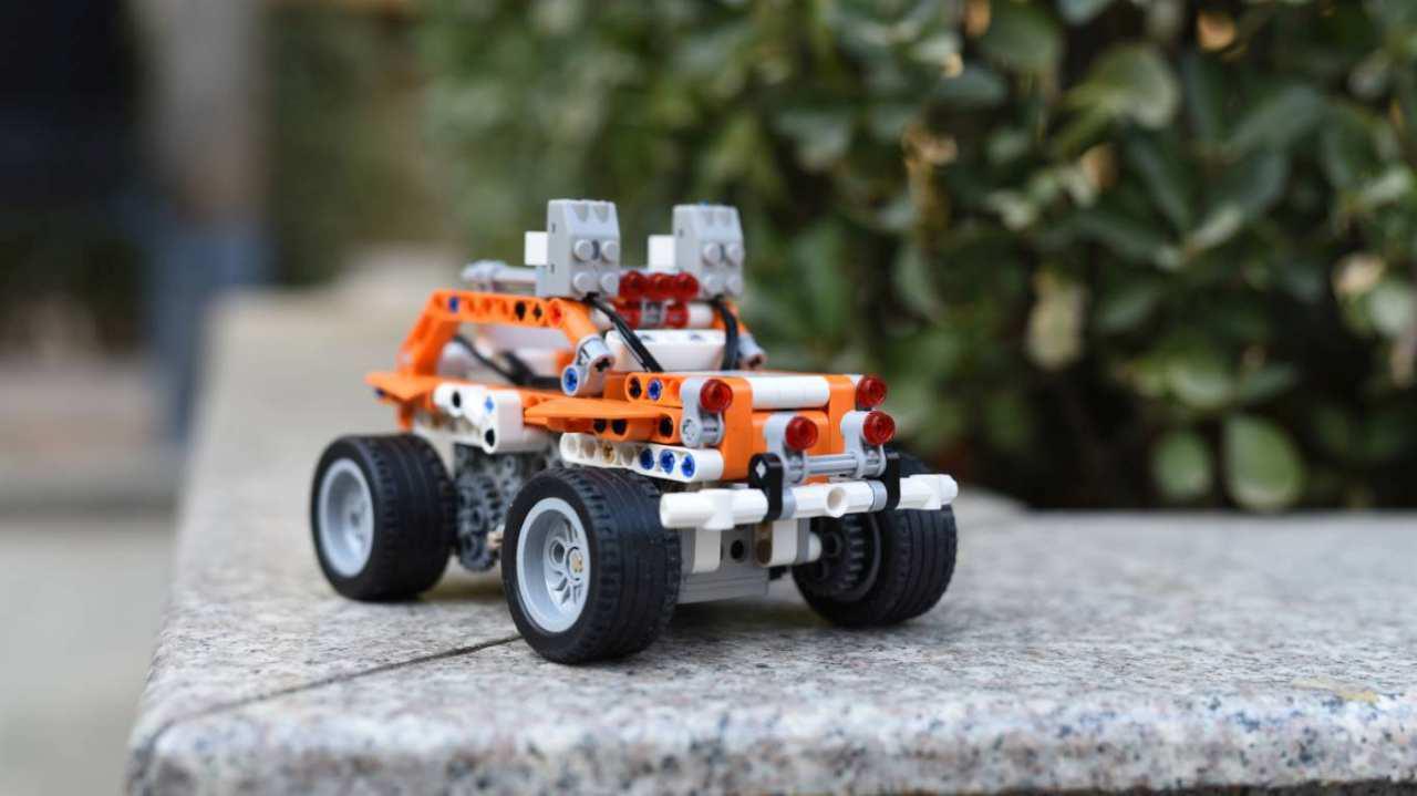Apitor SuperBot może przybrać jedną z 18 form