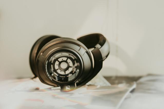Słuchawki HD 820 to audiofilska konstrukcja dla najbardziej wymagających.