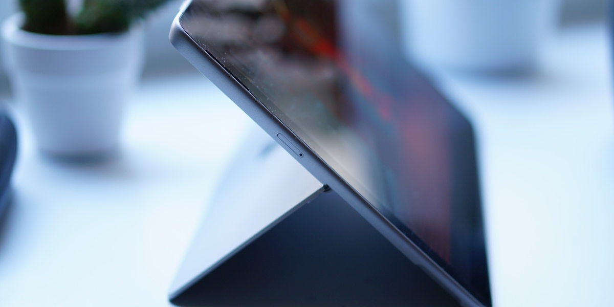Surface Go 2 posiada port na jedną kartę Nano SIM