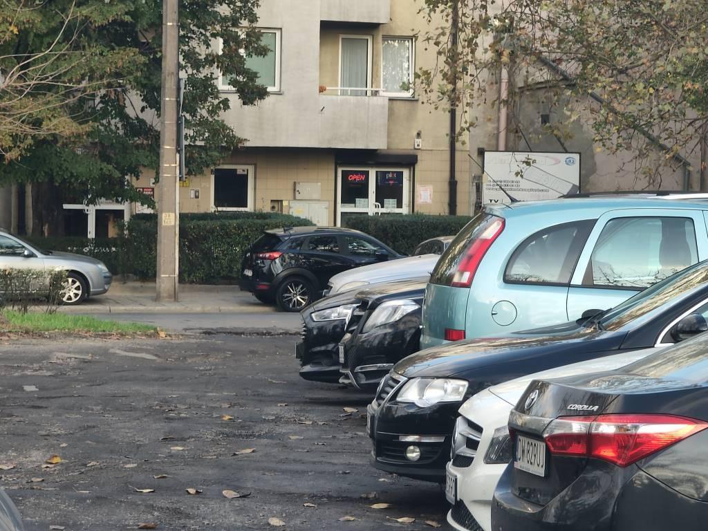 Oppo Reno 10x Zoom - zdjęcie parkingu po 6-krotnym przybliżeniu