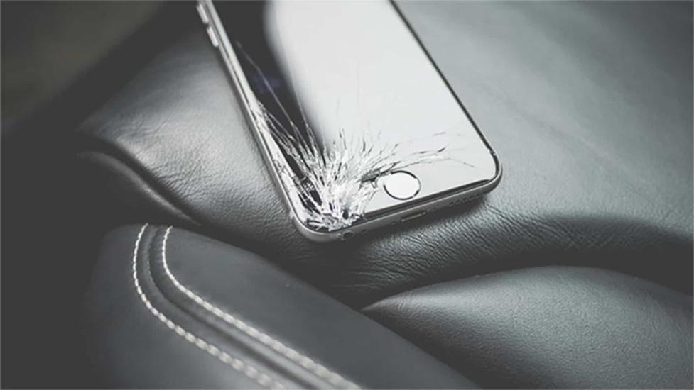 iPhone uszkodzony po wymianie ekranu - Szykuje się kolejna afera!