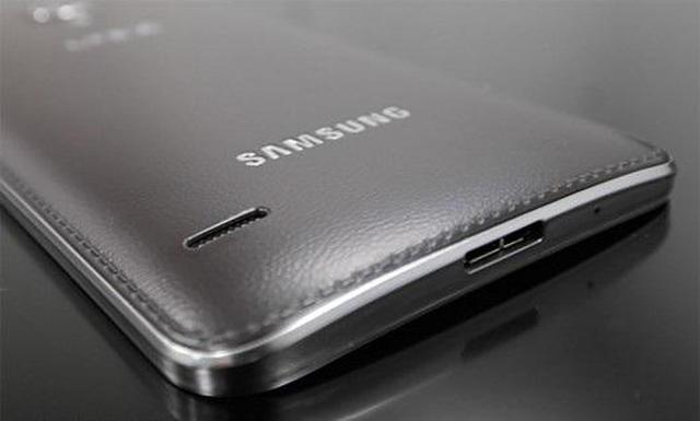 Samsung Galaxy Round fot2