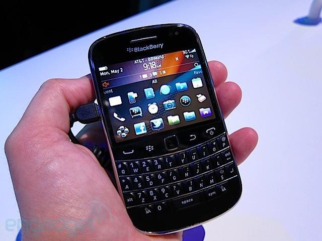Zaglądamy do pudełka Blackberry Bold 9900