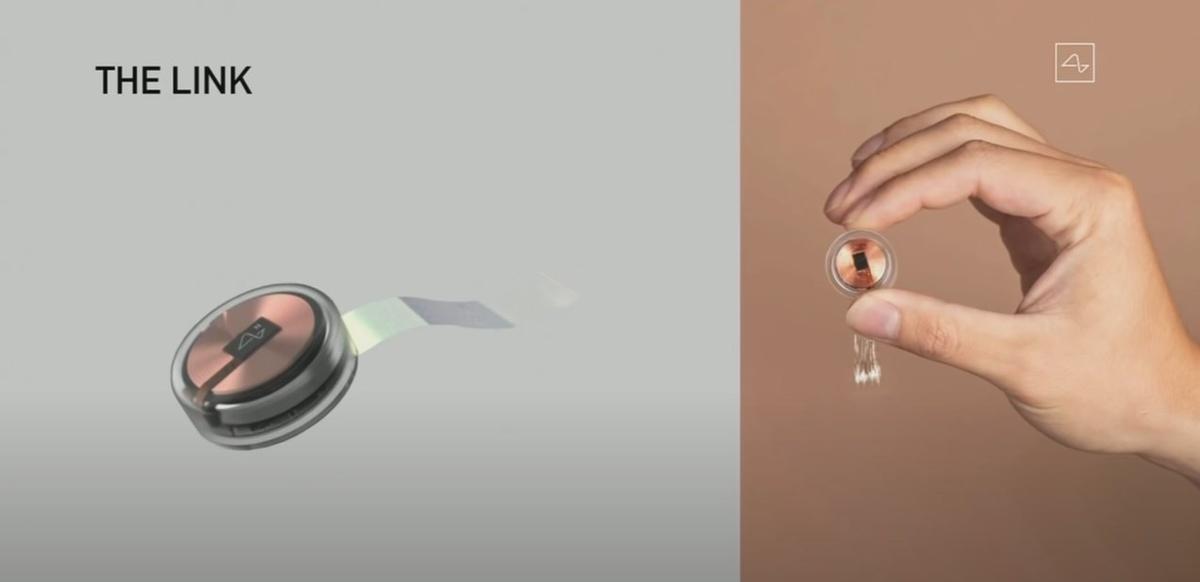 Na urządzeniu widzimy dużą cewkę z miedzi - to ładowarka bezprzewodowa