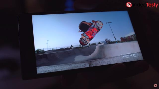 Matryca w Razer Phone 2 moze wyswietlac obraz w 120 HZ
