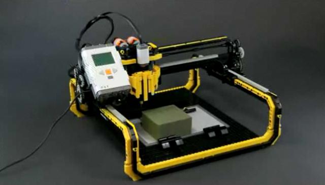 Drukarka 3D zrobiona z klocków LEGO