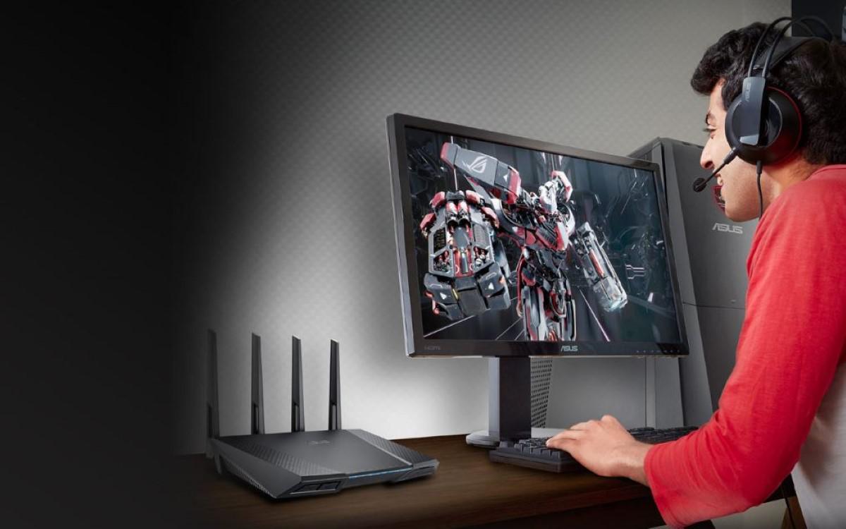 Asus RT-AC87U router na biurku