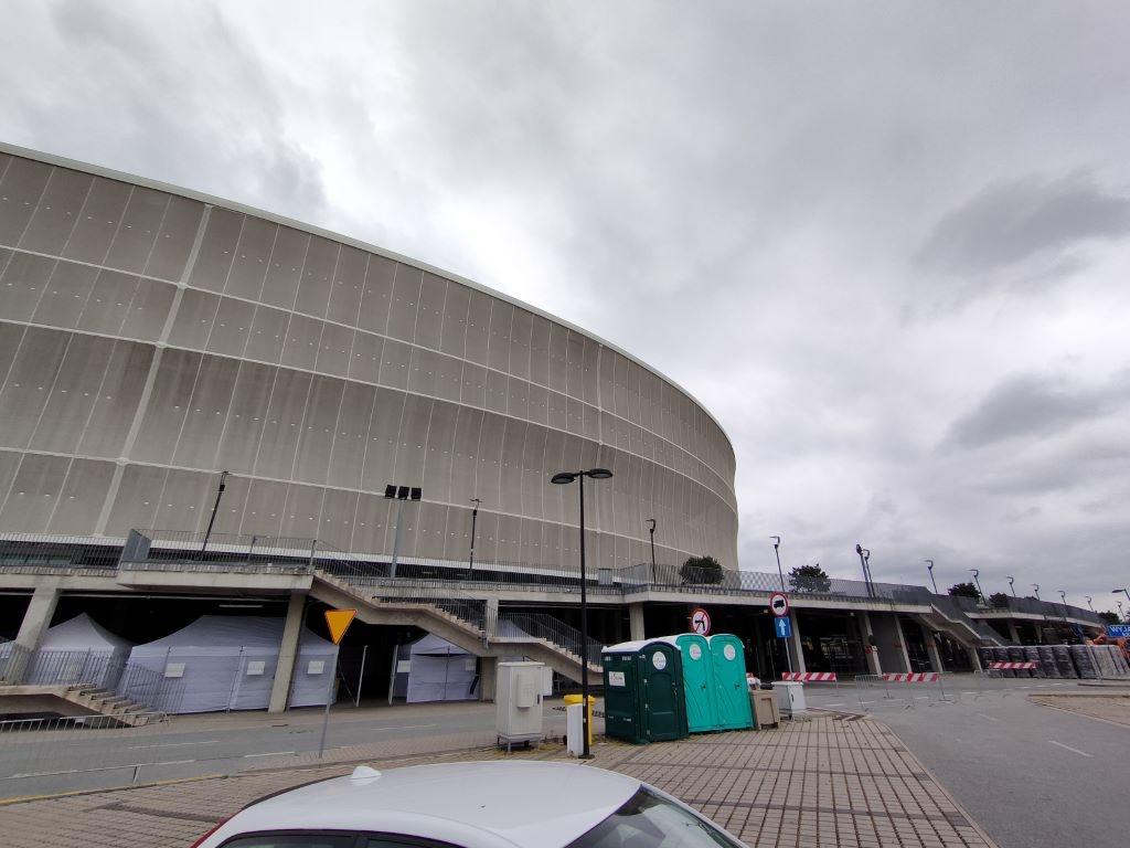 Ultraszerokokątny obiektyw i ujęcie stadionu