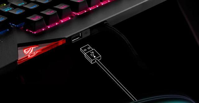 Cieszy dodatkowe gniazdo USB na inne urządzenia,