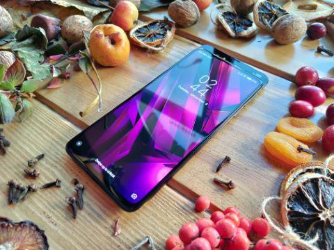 Xiaomi Mi Mix 3 przewija się ruchem w dół - inaczej niż w klasycznych sliderach
