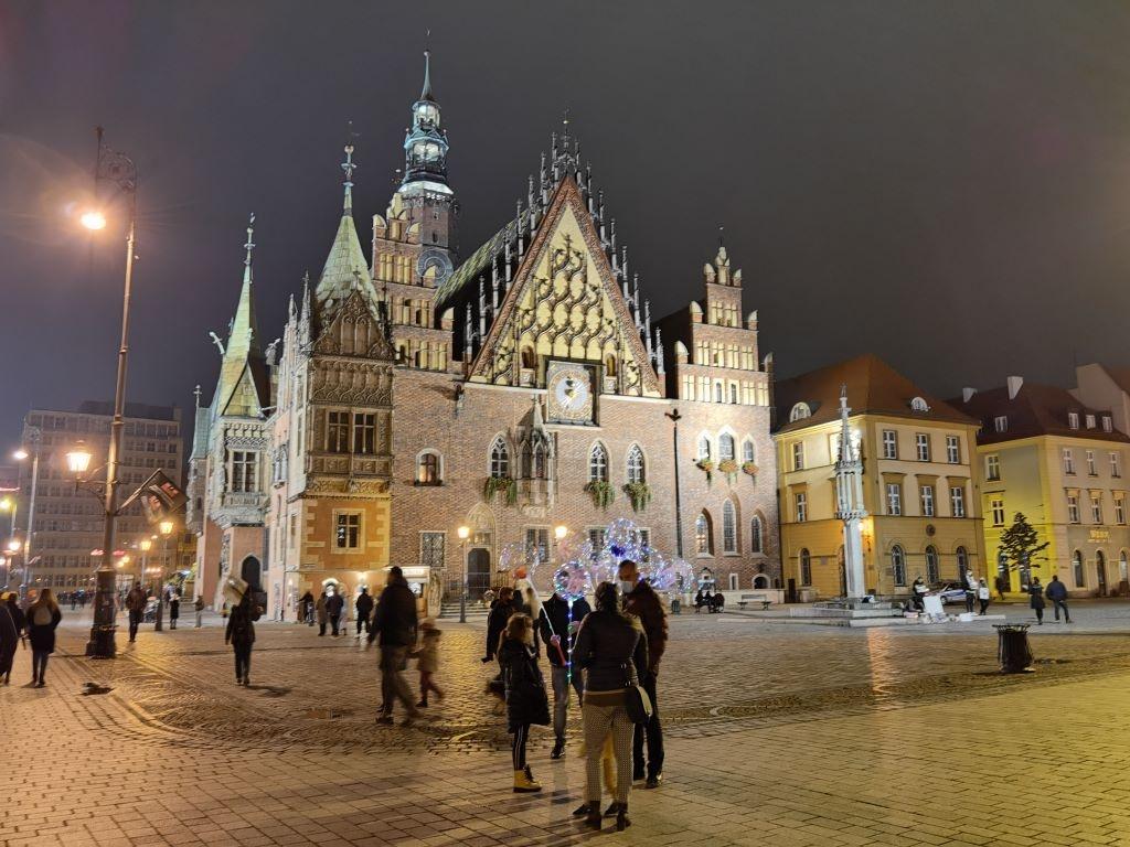 Tryb nocny na wrocławskim rynku
