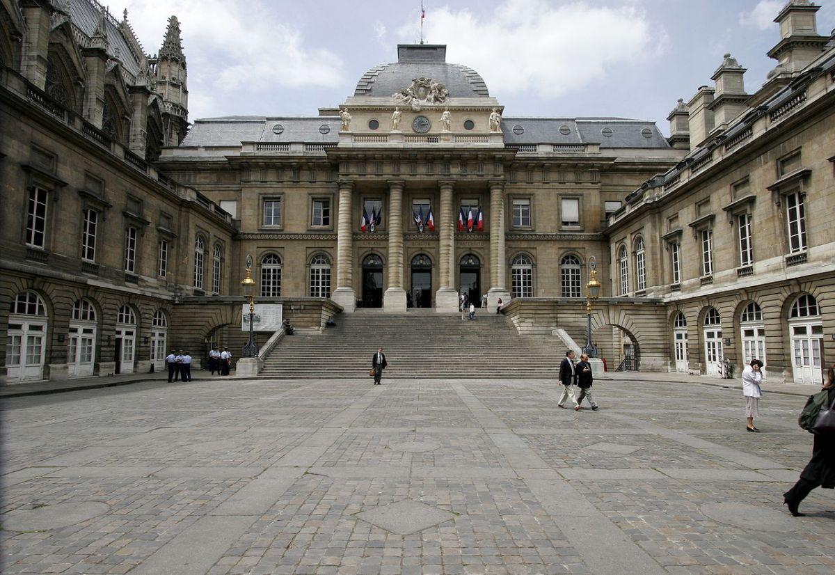 pałac sprawiedliwości w Paryżu