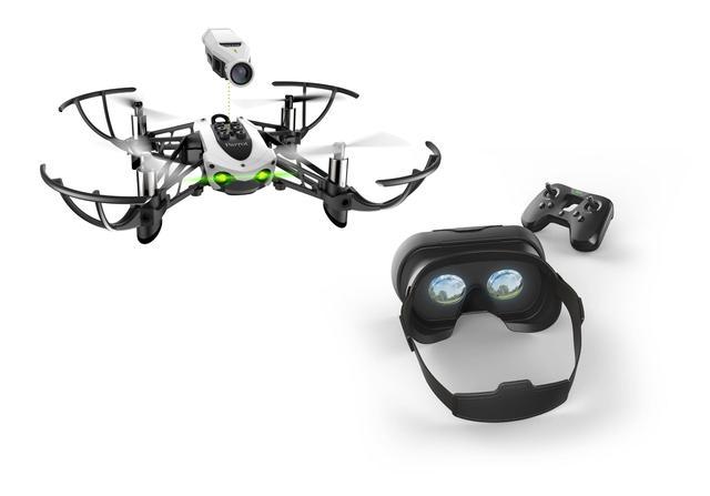 Drony od Parrot przychodzą w zestawach.
