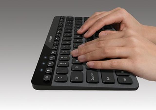 Nowa klawiatura Logitech Bluetooth Illuminated Keyboard K810  wspiera wielozadaniowość