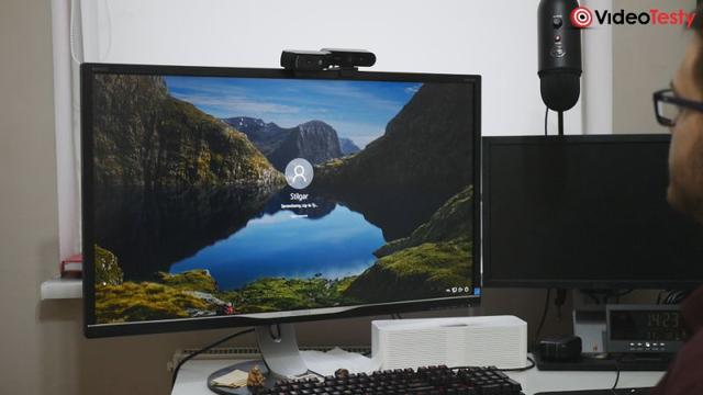 Logitech Brio 4K na monitorze