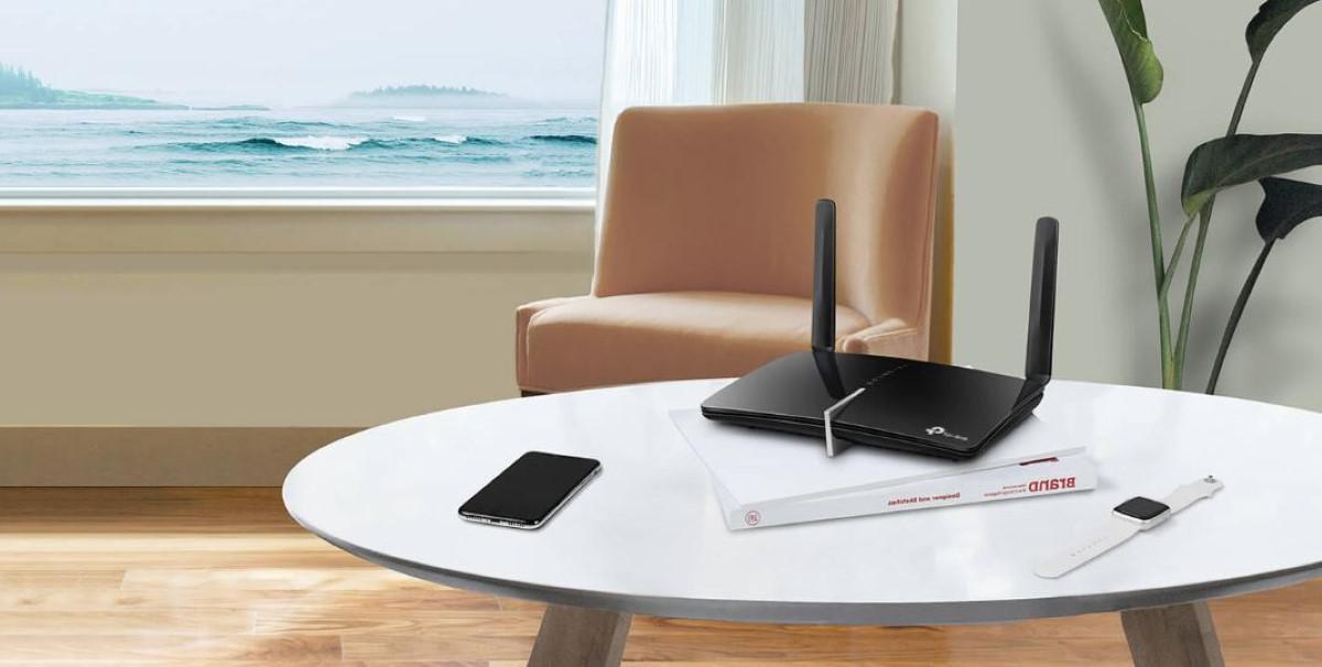 TP-Link Archer MR600 na stole