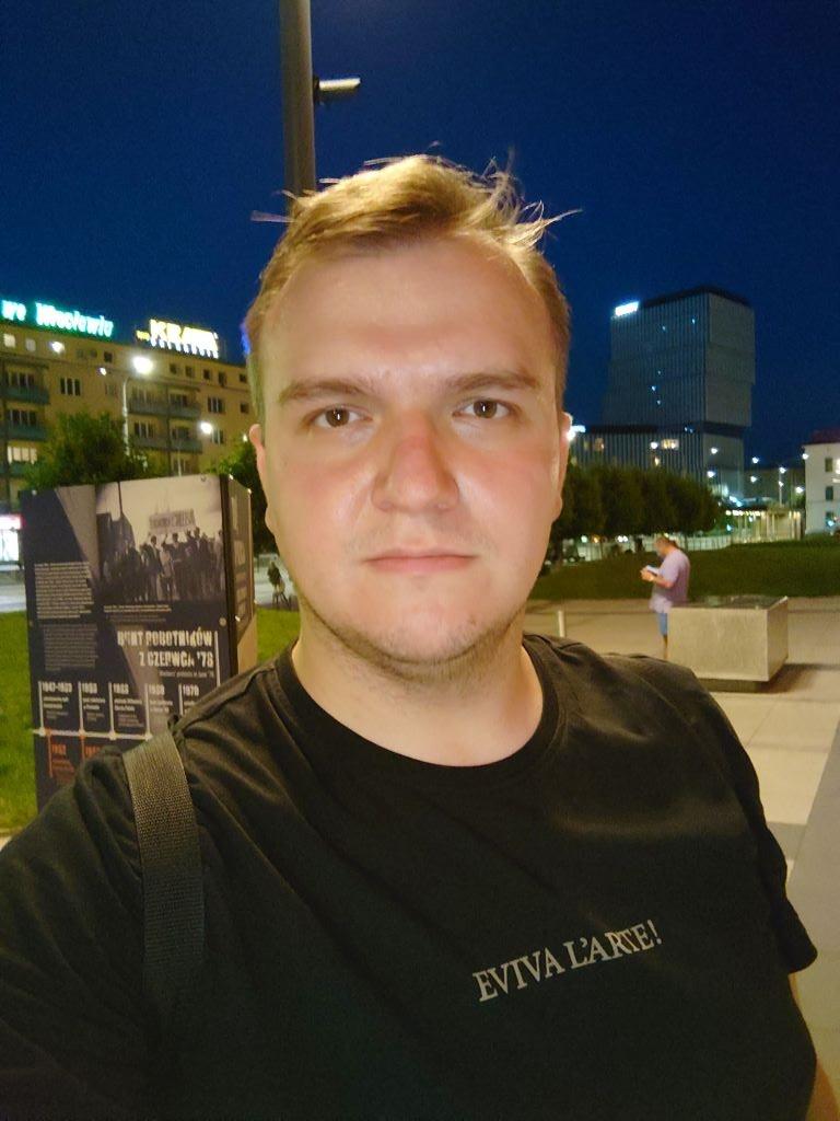 Sony Xperia 1 III nocą (przedni aparat)