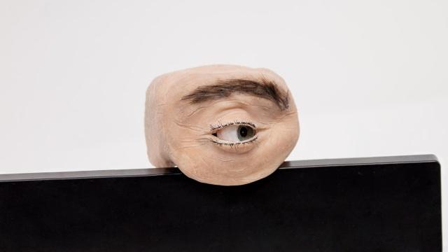 W oku tej instalacji kryje się kamera (Fot. Marc Teyssier)