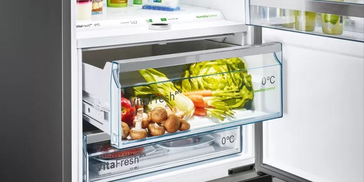 Lodówka Bosch zawiera komory Vitafresh zachowujące świeżość jedzenia na dłużej