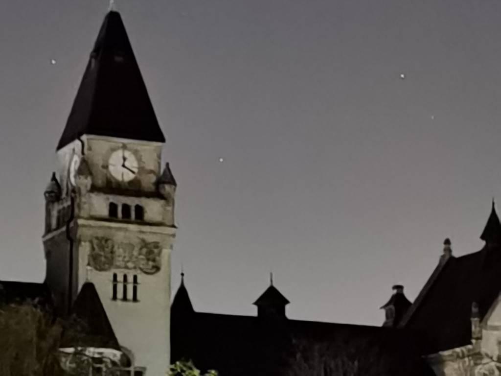 Obiektyw 5x zoom w trybie nocnym