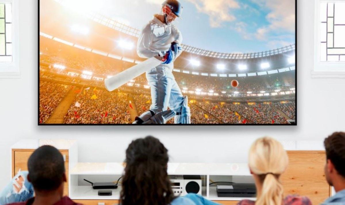 Oglądanie meczu na projektorze