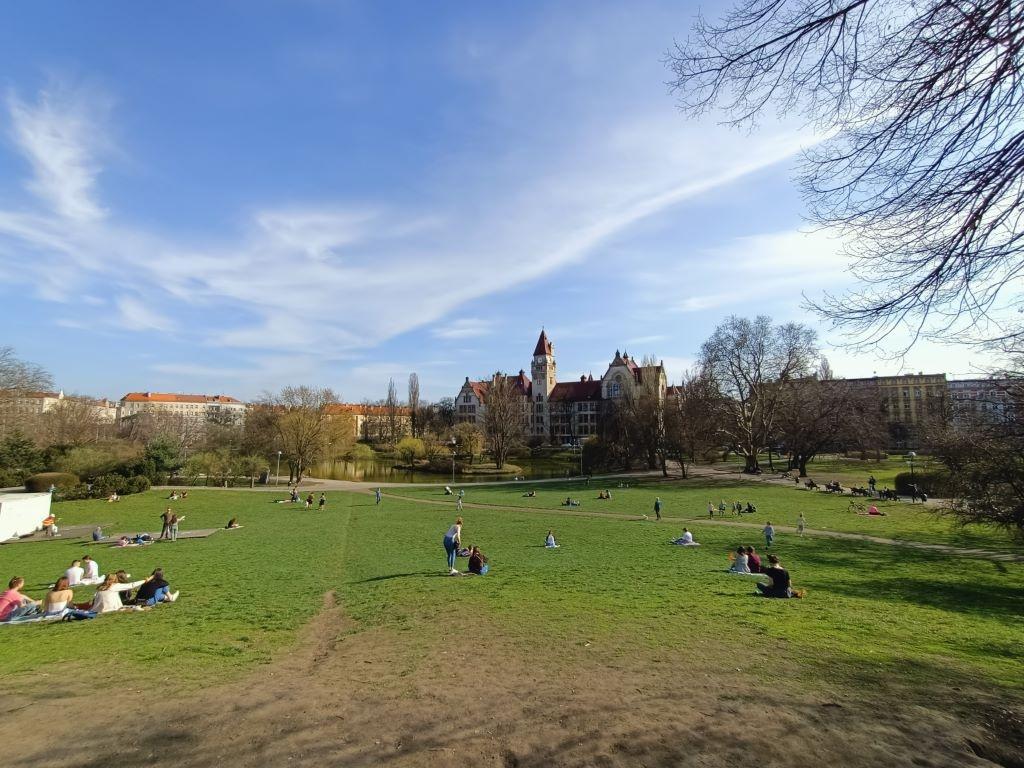 Olśniewający Kolor w panoramie dodaje zieleni i błękitu