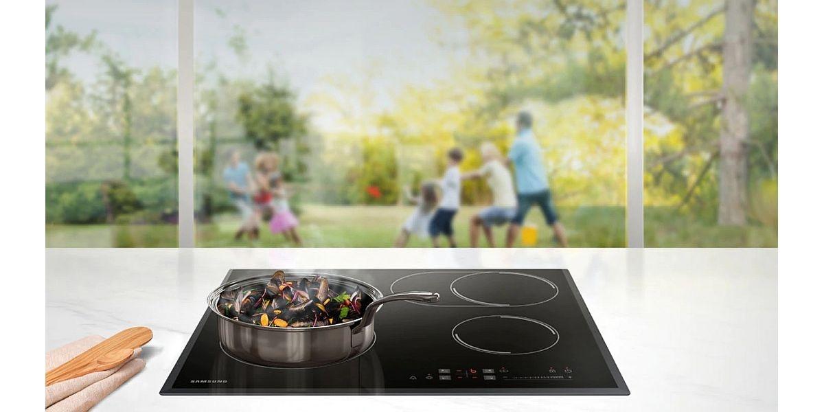 gotowanie na płycie ceramicznej firmy Samsung