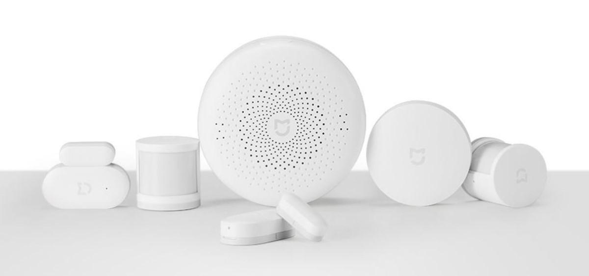 Zestaw sensorów Xiaomi Mi Smart Sensor na białym tle