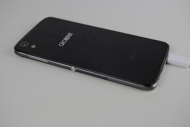 smartfon Alcatel