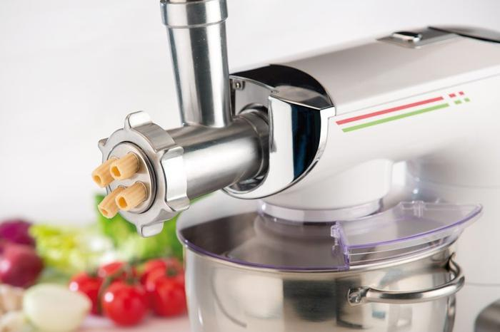 robienie makaronu w robocie kuchennym ETA