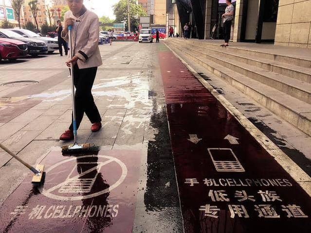 Nowa ścieżka dla uzależnionych od smartfonów cieszy się zainteresowaniem