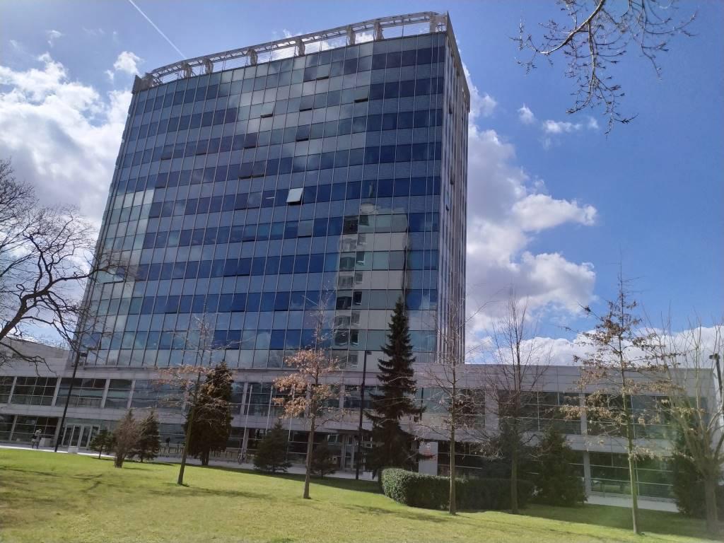 Zdjęcie budynku w trybie HDR