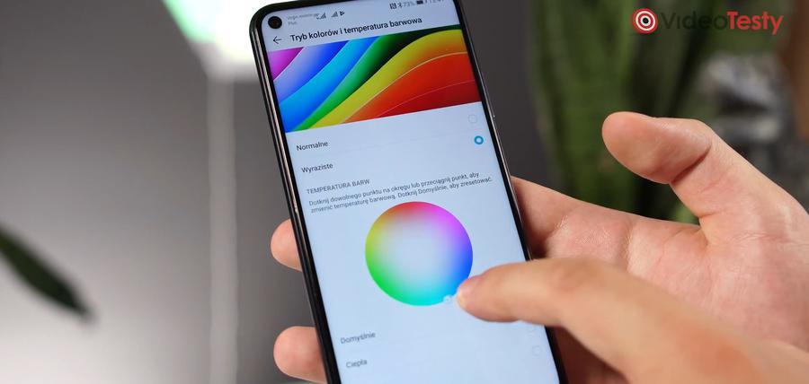 Ekran dopasujemy pod nasze oko, zmieniając profile kolorystyczne