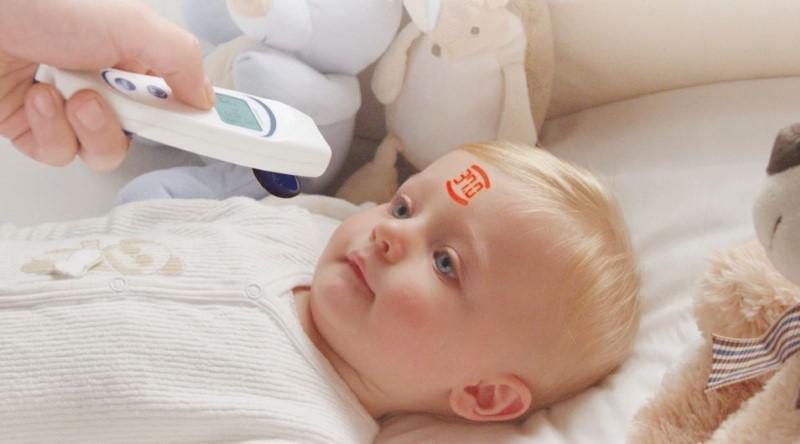 Visiofocus 06400 wyświetla temperaturę na ciele pacjenta