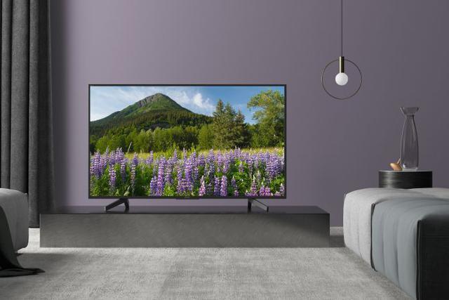 Telewizor z serii XF70 prezentuje się wyśmienicie!