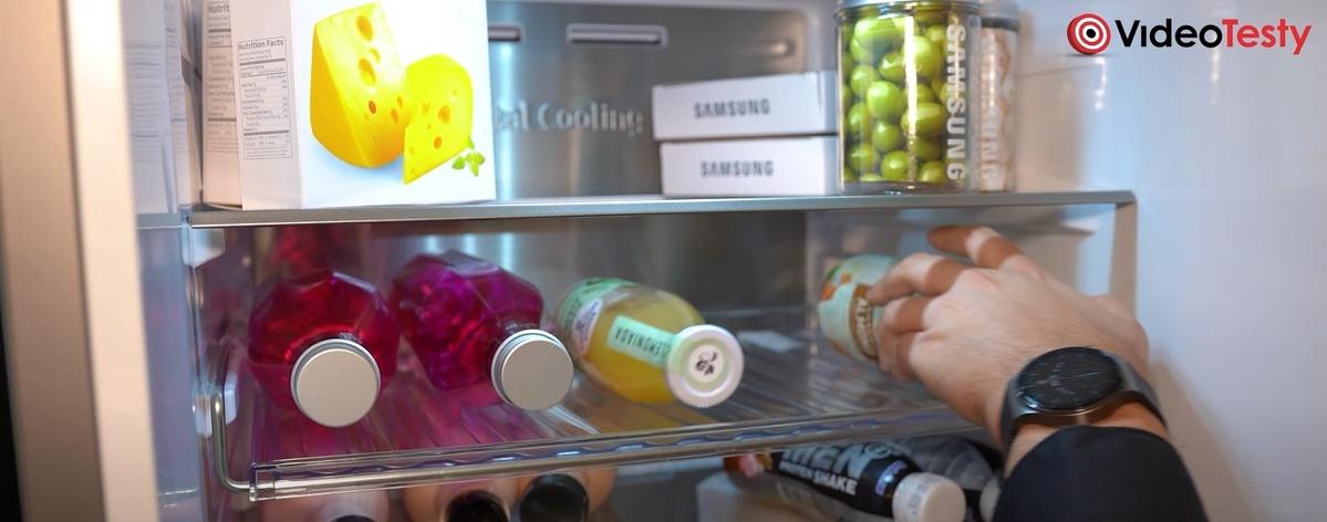 Półka na napoje oferuje więcej miejsca i więcej funkcji