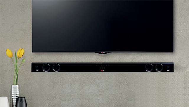 Soundbar LG na ścianie