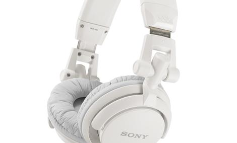 Świeży styl na ulicę: kolorowe słuchawki Sony MDR-V55 i MDR-ZX600