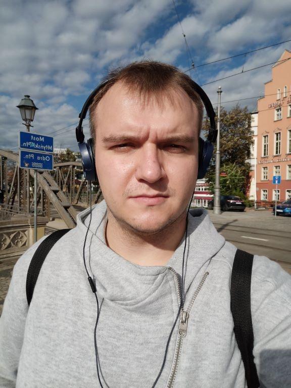 realme 7 - selfie w ciągu dnia