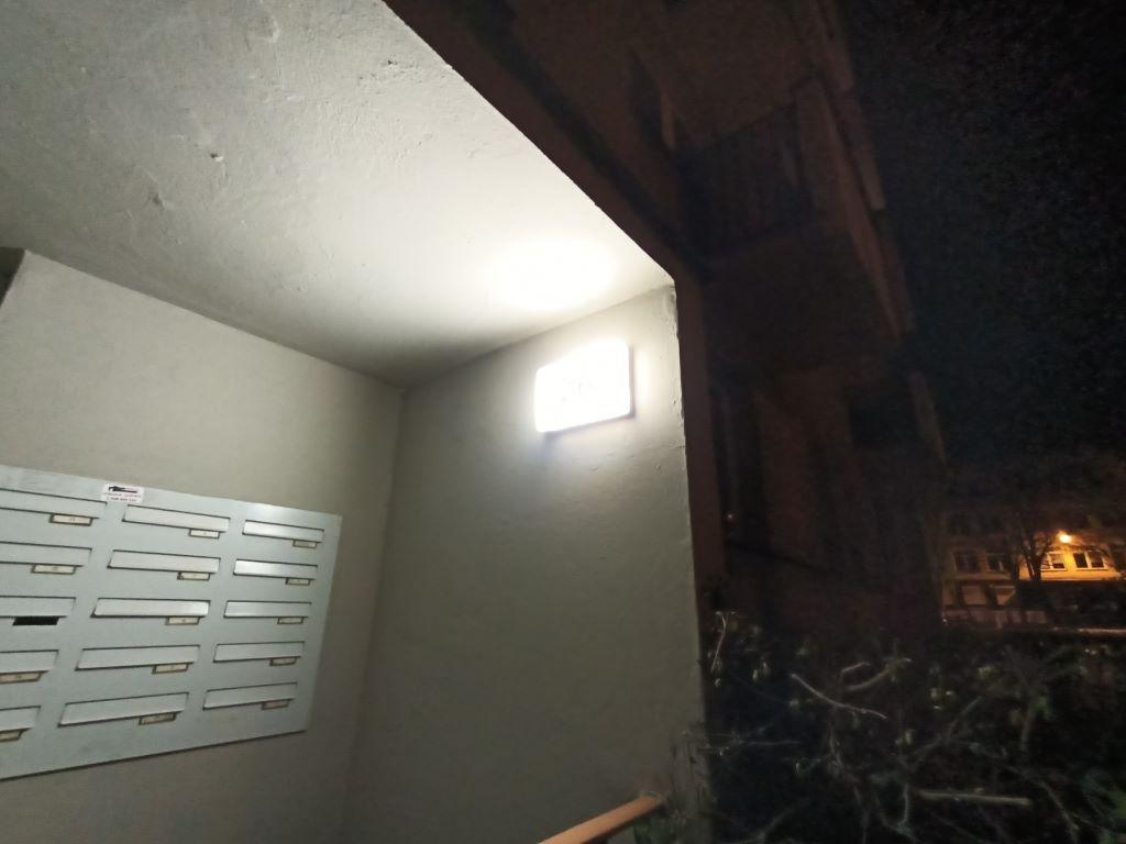 Obiektyw ultraszerokokątny nie jest najlepszym narzędziem do nocnych zdjęć
