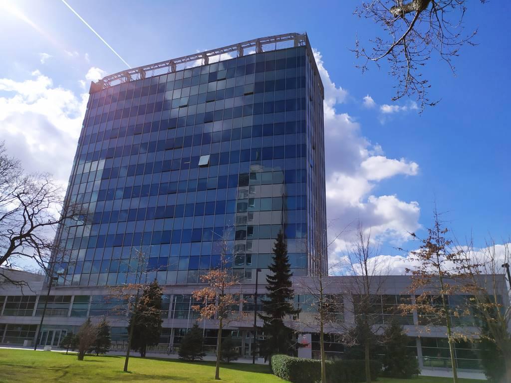 Budynek z trybem sztucznej inteligencji