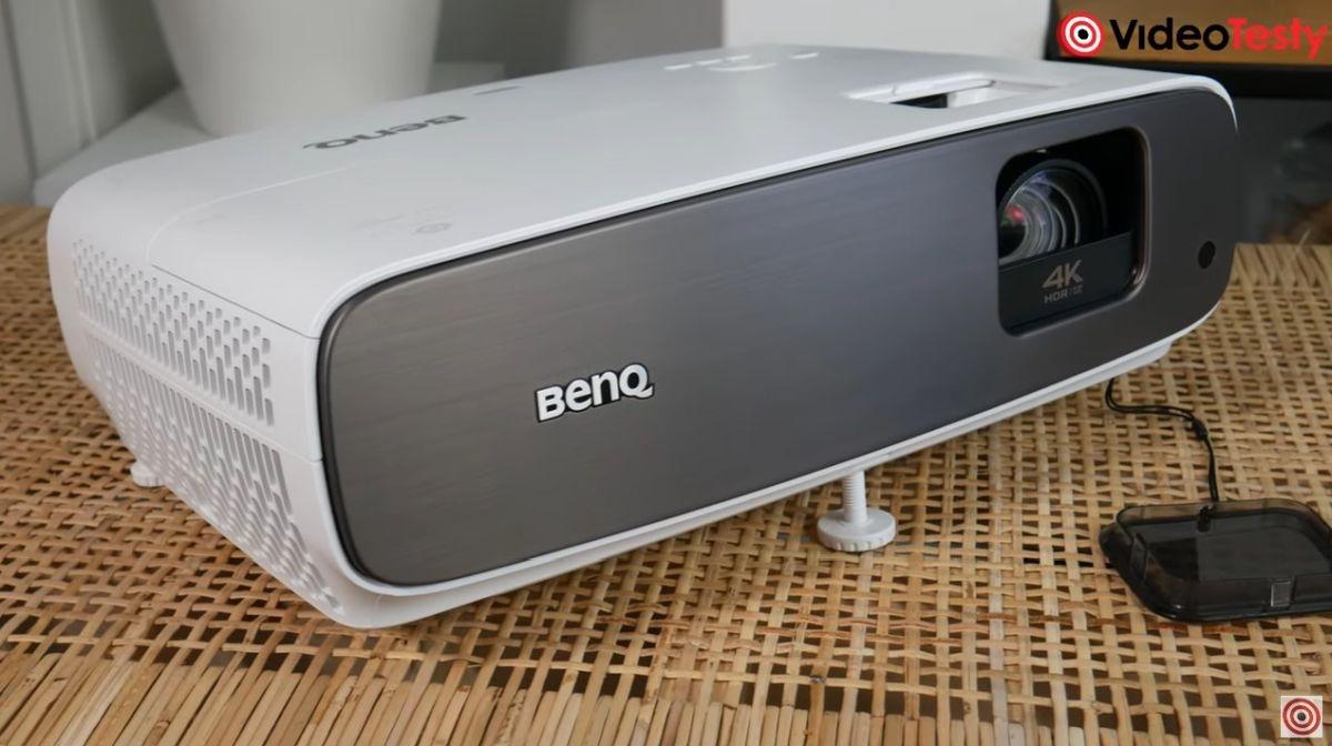 BenQ W2700 z bliska