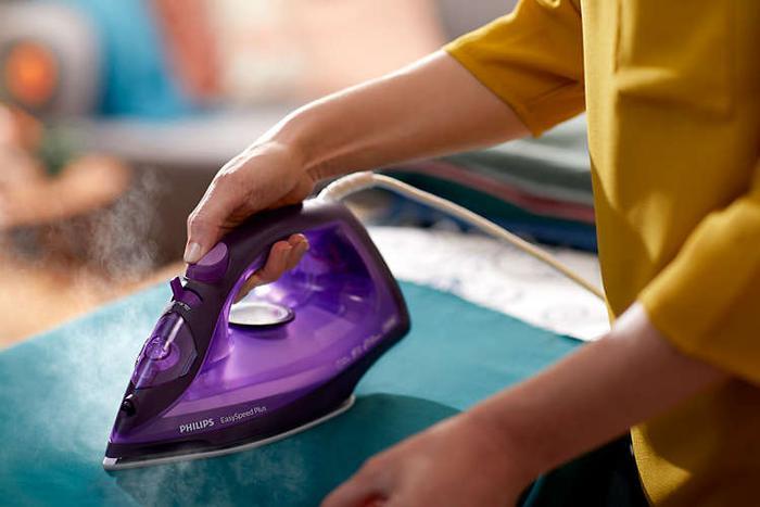 prasowanie fioletowym żelazkiem Philips