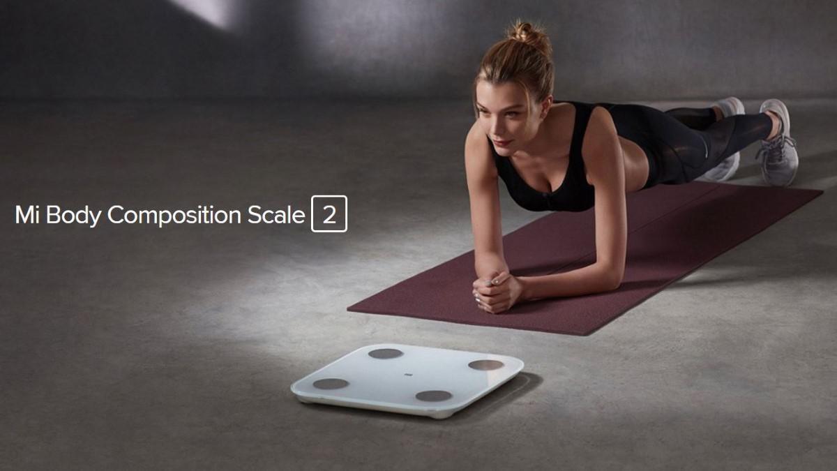 Kobieta ćwicząca koło wagi Xiaomi Mi Body Composition Scale 2
