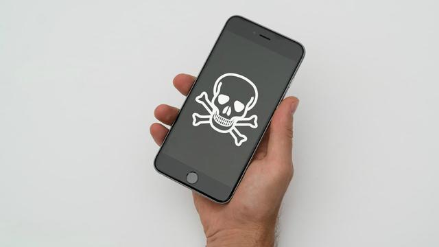 Każda Osoba na Świecie Może Włamać się do Twojego iPhone'a!