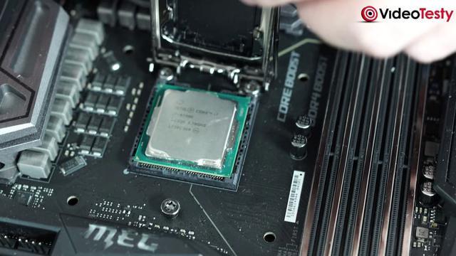 jak zamontować procesor w komputerze